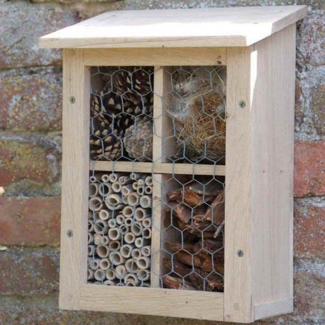 Домик для зимовки полезных насекомых