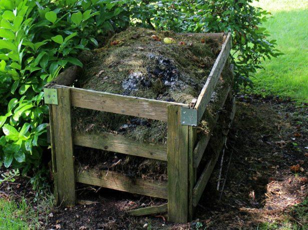 Компостный ящик с компостом