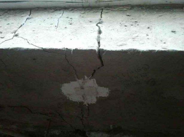 Неглубокие трещины на фундаменте