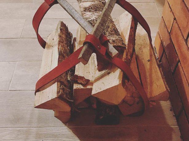 Кожаная сумка с деревянными ручками