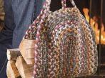 Сумка из вязаного коврика