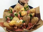«Букет» из багетов и булочек